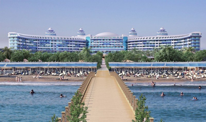 Uno de los hoteles que se están construyendo en la costa mediterránea de Turquía, de la marca Sueño.