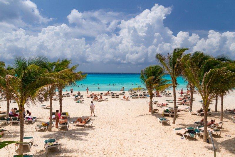 El hotel está a unos metros de la Playa del Carmen. #shu#.