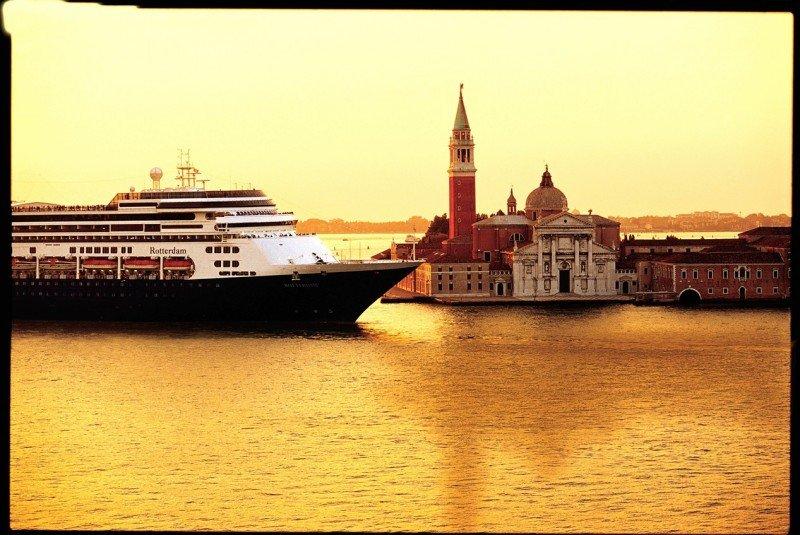 Holland America Line celebra 142 años desde que partió por primera vez del Puerto de Rotterdam hacia América.
