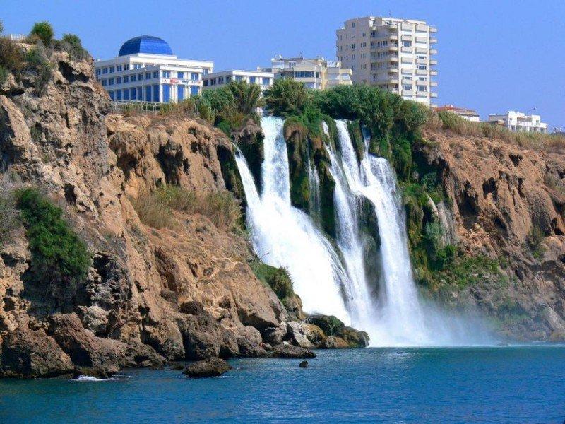 El turista alemán percibe Turquía como un país magnífico para disfrutar de sus vacaciones y este año a unos precios un 10% más baratos. En la imagen, Antalya.