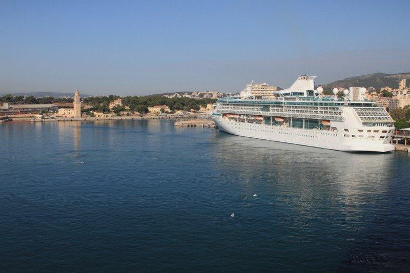 Crucero en el Puerto de Palma. #shu#.