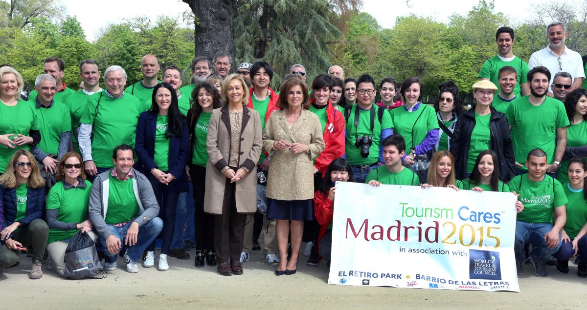Ana Isabel Mariño y  Ana Botella acompañaron a los directivos en el acto celebrado en el Retiro.