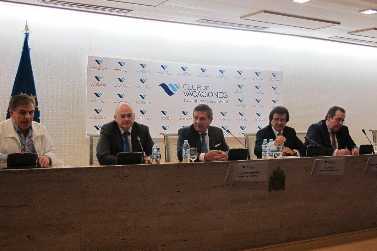 El actor y presentador Pedro Ruiz fue el encargado de conducir el evento, que contó con la presencia del director general de Imserso, Francisco Fernández, y los directivos de la empresa Agabio Moreno, Luis Mata, y José Antonio de la Torre.