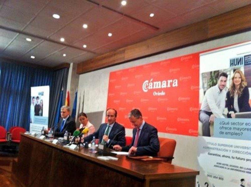 Presentación ayer de la escuela en la Cámara de Comercio de Oviedo.