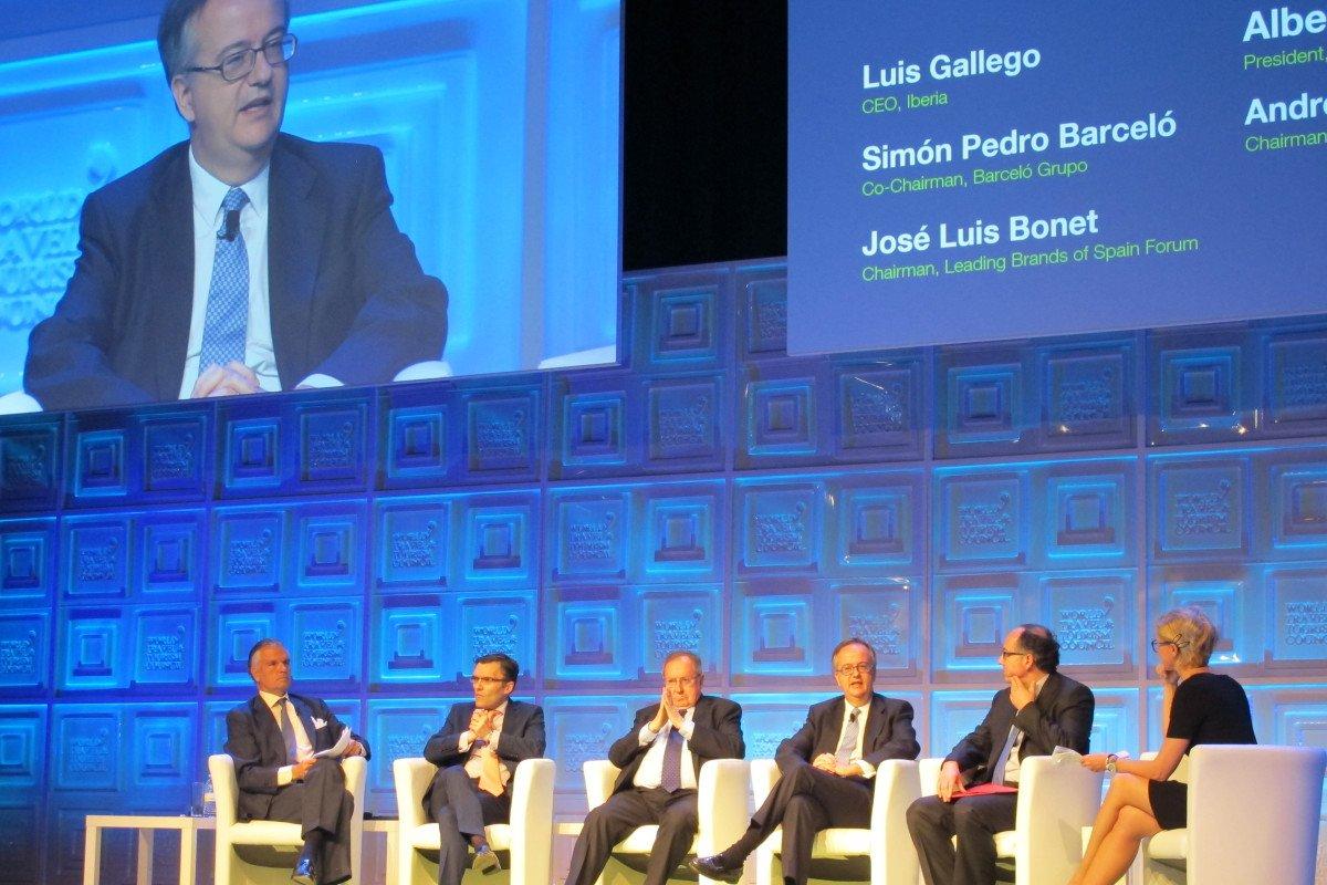 La presentadora Anne Igartiburo moderó una mesa rendoda en la que participó Luis Gallego (Iberia), Simón Pedro Barceló ( Grupo Barceló), José Luis Bonet (Cámara de Comercio de España), Alberto Durán (Once) y Andrés Pan de Soraluce (OHL).