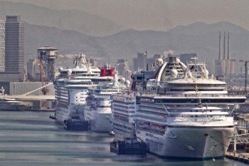 Barcelona espera recuperar cruceristas con el aumento de escalas en 2015