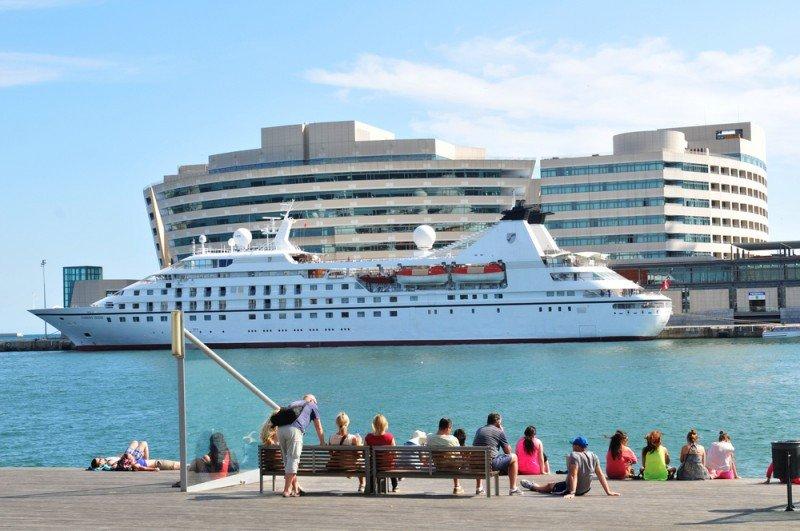 Crucero en el Puerto de Barcelona. #shu#.