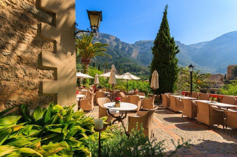 Terraza de un hotel en Mallorca. #shu#.