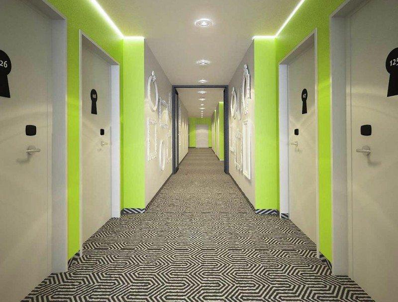 Así son los pasillos de las habitaciones en el Ibis Styles Wroclaw Centrum.