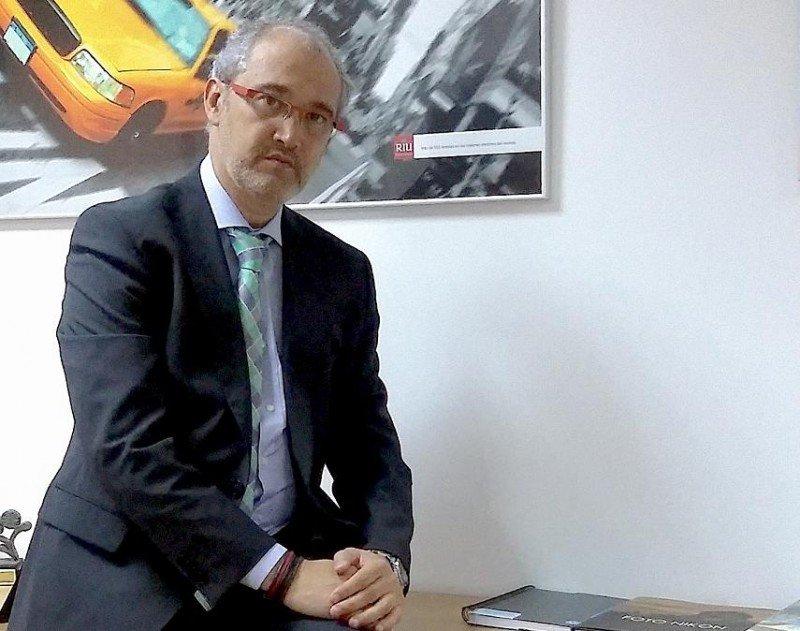 Las agencias de viajes siguen jugando un papel protagonista en su distribución, según constata Senén Fornos.