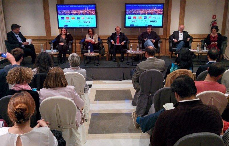 Un momento del debate organizado por la Asociación Catalana de Profesionales del Turismo, que tuvo lugar en el hotel Majestic de Barcelona el 28 de abril.