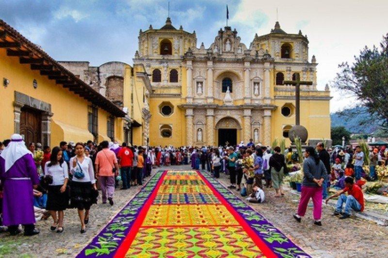 Uno de cada cuatro personas que se movilizó por Semana Santa visitó la ciudad de Antigua Guatemala. #shu#