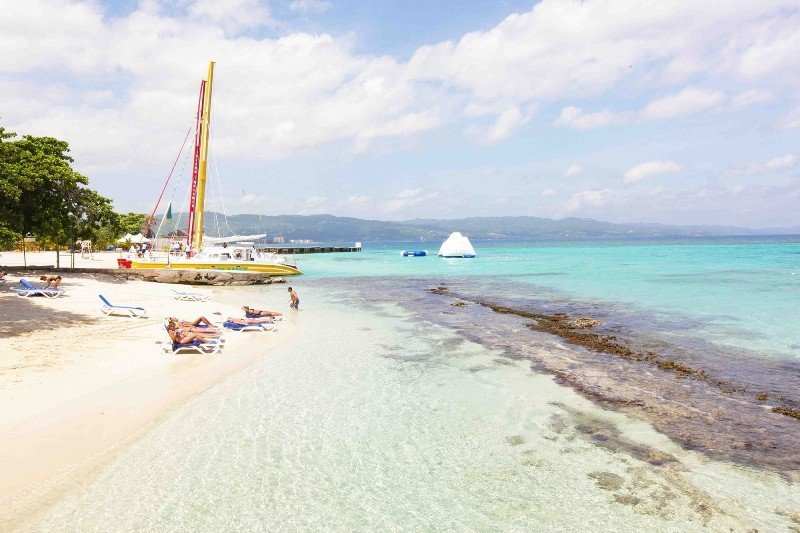 Un hotel de Jamaica compró la playa vecina