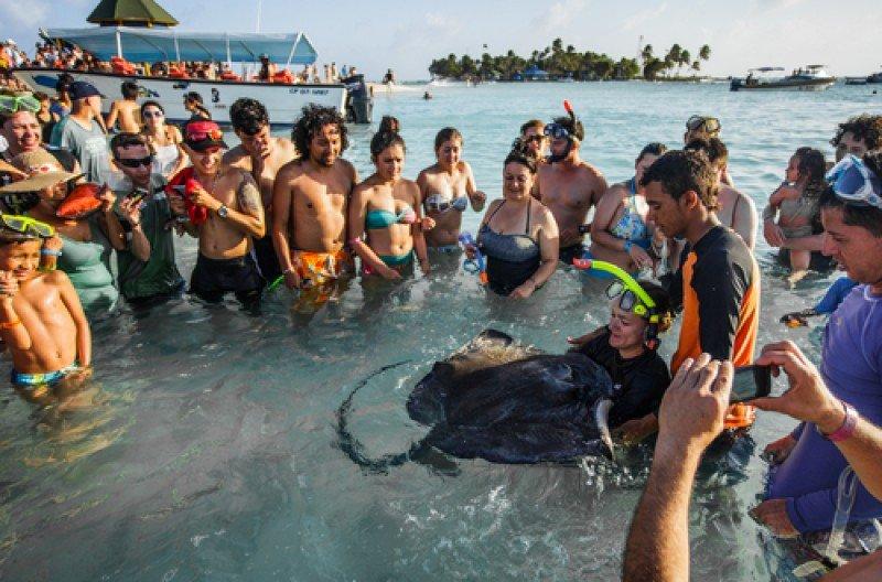 Turistas en San Andrés, Colombia, uno de los destinos caribeños en ascenso del país. #shu#