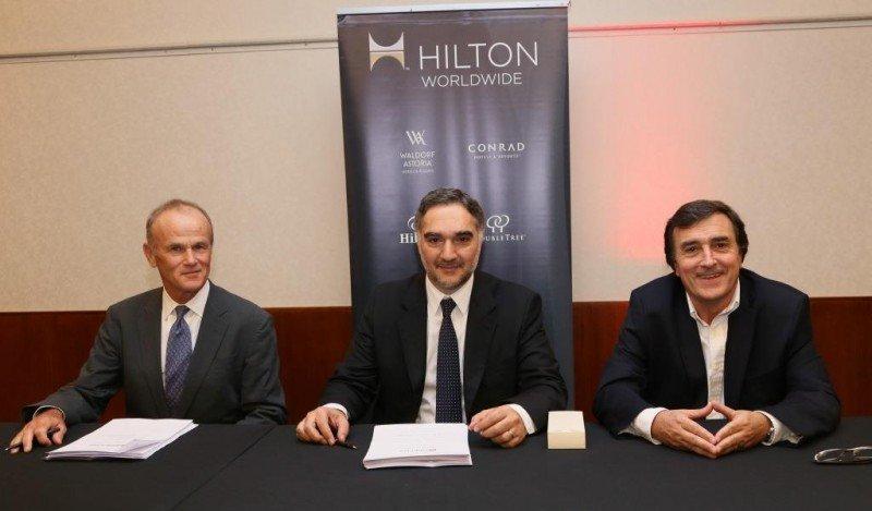 Izquierda a derecha: Ted Middleton (Hilton Worldwide - VP Senior para America Latina), Omar Pirrello y Juan Perilli (fundadores de ASPAI).