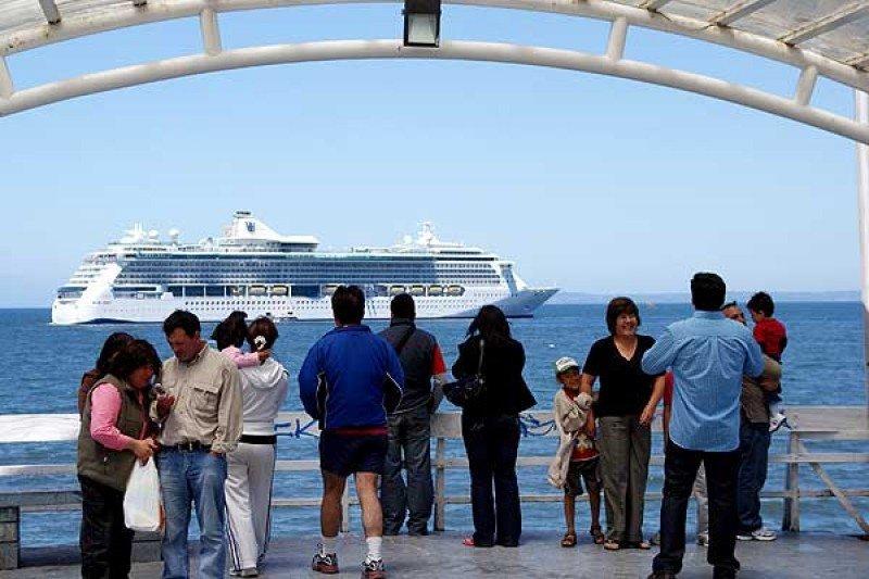 Los cruceros dejan en Puerto Montt alrededor de 7 millones de dólares al año.