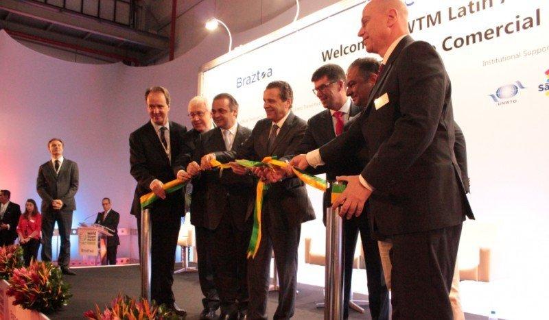 Corte de cinta de la tercera WTM Latin America en Sao Paulo.