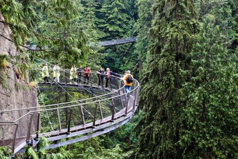 Turistas en Capilano Cliff Walk, Colombia Británica, Canadá. #shu#