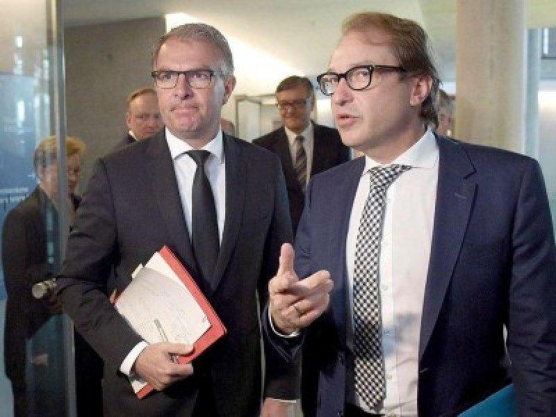 Lufthansa indemnizará a las familias según las legislación del país de origen. En la imagen, el presidente de Lufthansa, Carsten Spohr (Da.), y el ministro de Transportes de Alemania, Alexander Dobrindt (Izq.). (Foto: Der Tagesspiegel).