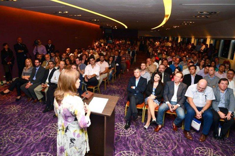 La intendenta de Paraná, Blanca Osuna, presenta el Ente Mixto de Turismo.