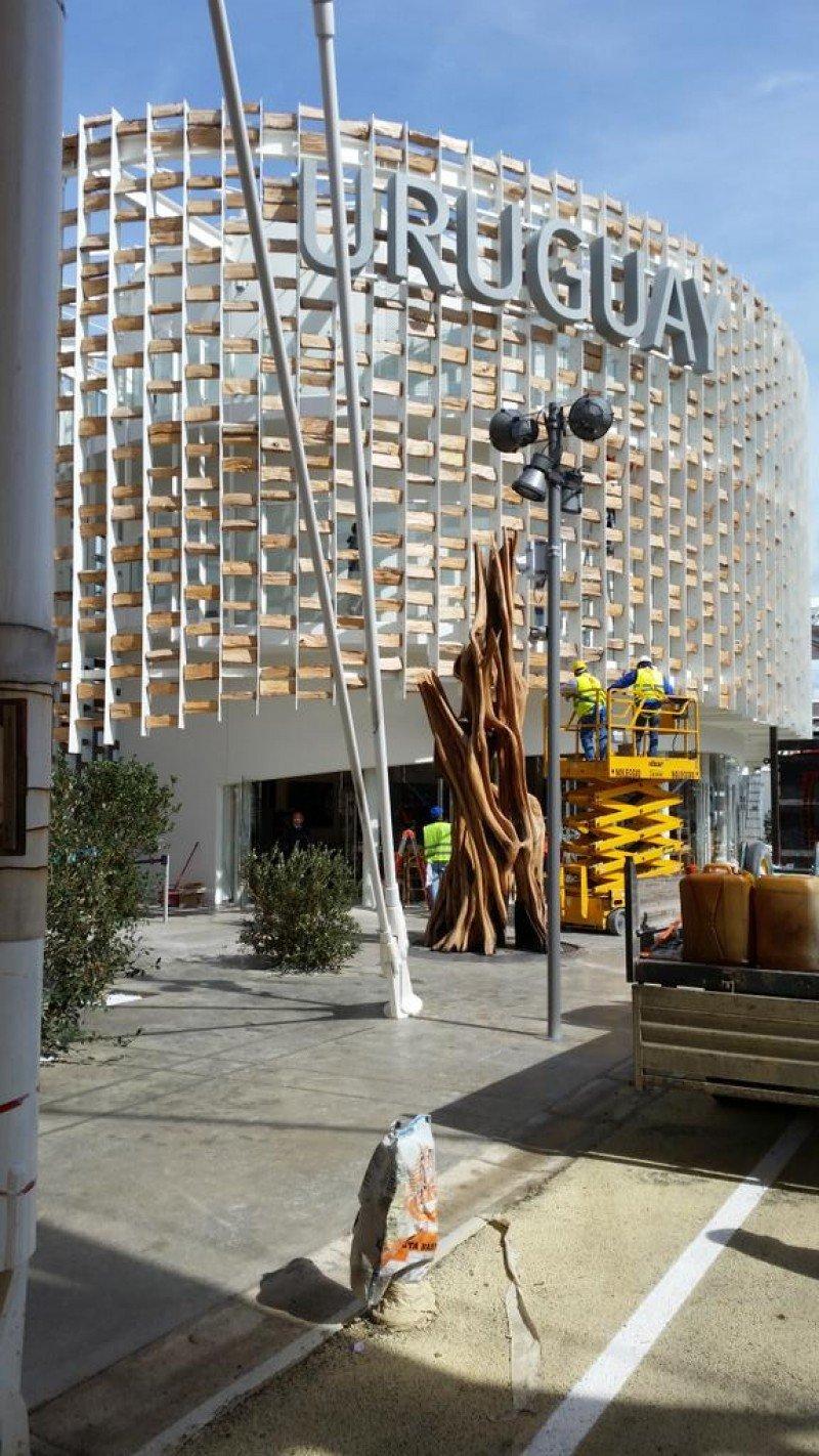 Últimos aprontes en la estructura expositiva diseñada por arquitectos uruguaysos.