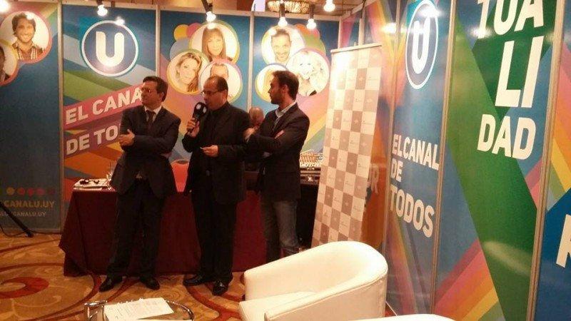 Firma del acuerdo entre representantes de las Uruguay y Canal U.