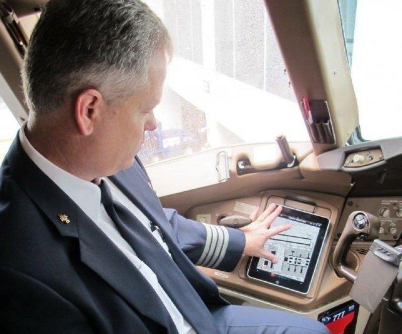 American Airlines retrasa vuelos por falla en aplicación de iPad de pilotos