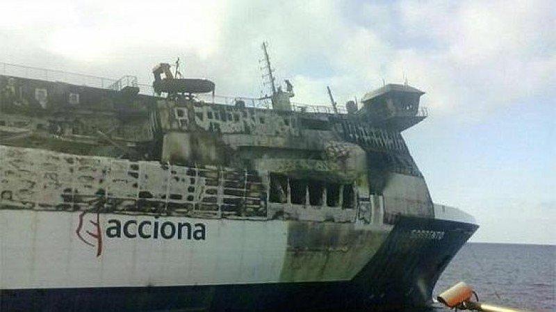 Remolcan el Sorrento al Astillero Sagunto en Valencia