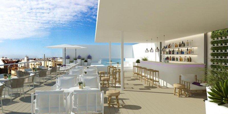 En la azotea se encuentra The Balcony Pool Deck and Bar, el nuevo bar con piscina del hotel, con vistas panorámicas de la ciudad.