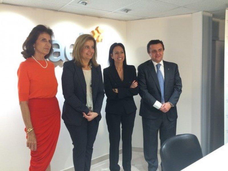 De izq. a dcha, Carmen Planas, Fátima Báñez, Inmaculada Benito y Aurelio Vázquez.