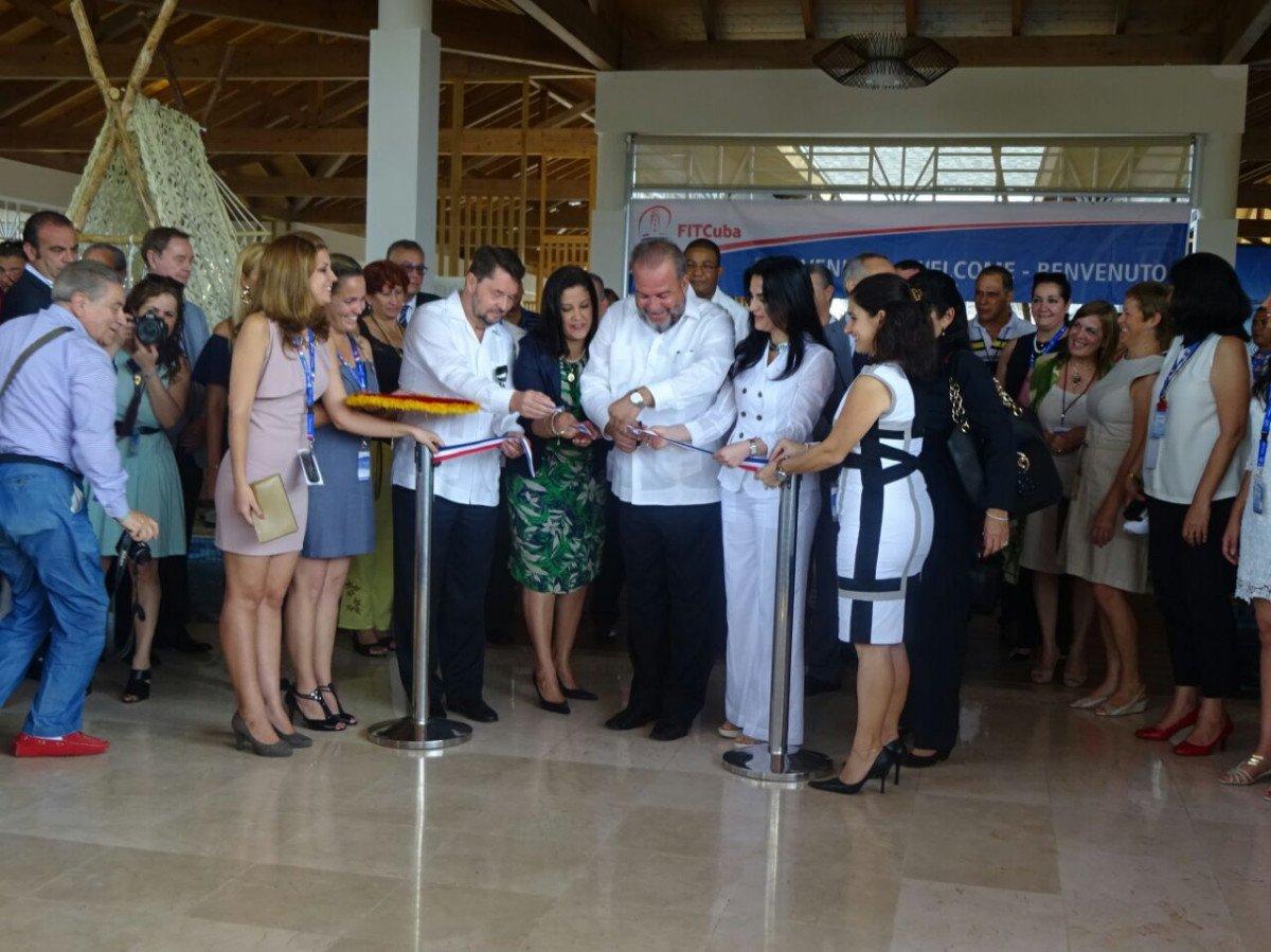 El ministro de turismo de Cuba, Manuel Marrero, inauguró ayer la feria.