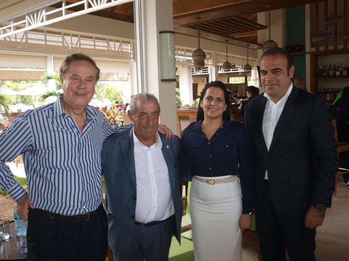 Meliá Hotels International y Globalia participan en la feria a través de sus máximos representnates, la familia Escarrer y Juan José Hidalgo, en la foto con Deyanira Pappaterra, de BANRESERVAS.