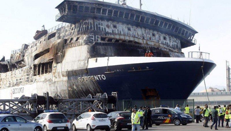 El ferry Sorrento arriba al puerto de Sagunto para disgusto de la localidad