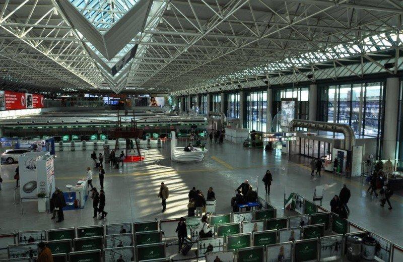 El Aeropuerto de Roma-Fiumicino es cerradoi a causa de un incendio