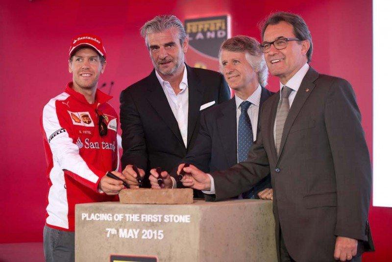 Acto de colocación de la primera piedra de Ferrari Land.
