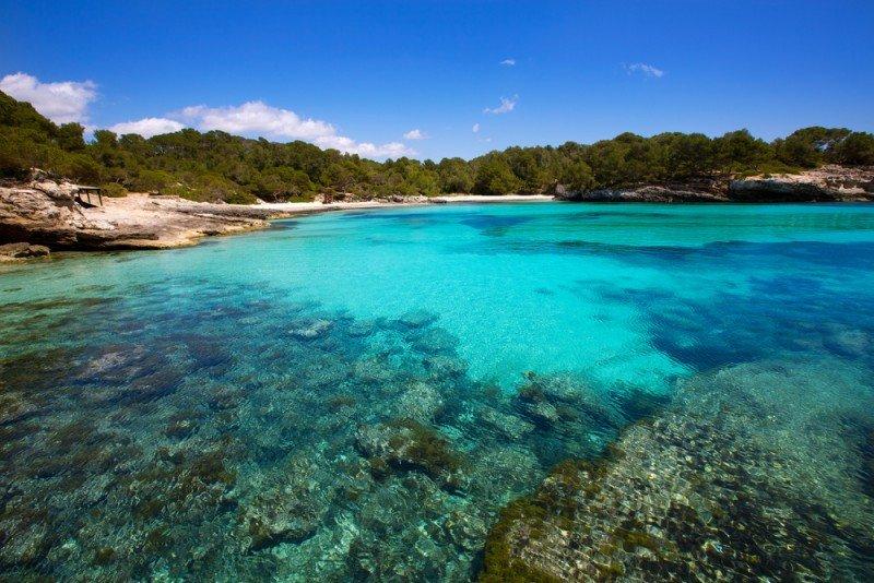 Una potencial vuelta de la ecotasa provoca temor. Foto: Cala Turqueta, Menorca.