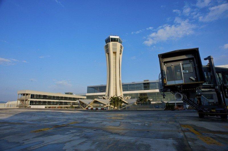 En riesgo la seguridad aérea en el Aeropuerto de Málaga, denuncian los controladores