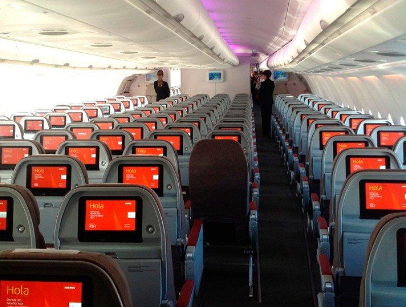 La nueva cabina clase Turista con pantallas individuales.