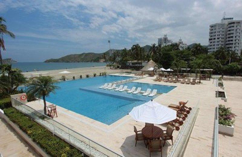 Ambos hoteles disfrutan de las instalaciones del complejo Sercotel Tamacá Beach Resort, entre ellas la piscina.