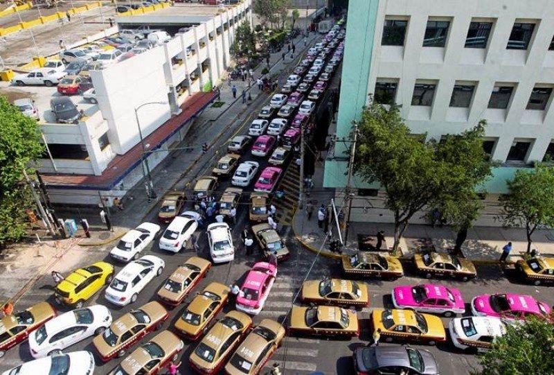 Caos en Ciudad de México por las protestas de los taxistas contra Uber