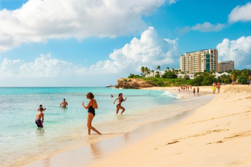La isla de Saint Maarten ofrece calidez caribeña con acento europeo en las Antillas. #shu#