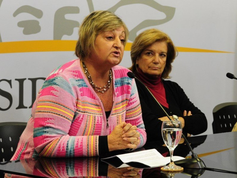 Ministra Liliam Kechichian informó datos de ingresos, gasto y balanza turística de los primeros cuatro meses del año en Uruguay.