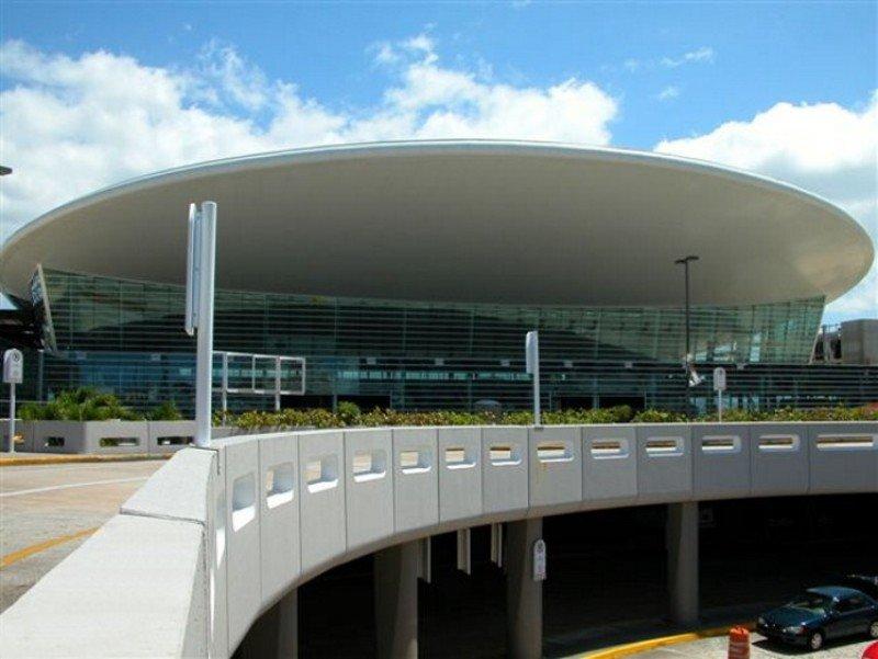 Las autoridades de Puerto Rico buscan interesar a más aerolíneas para que elijan a San Juan como destino.