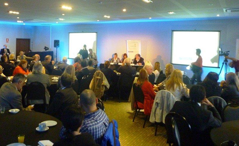 Titulares de los ministerios de Turismo y Trabajo de Uruguay en desayuno de Cipetur.