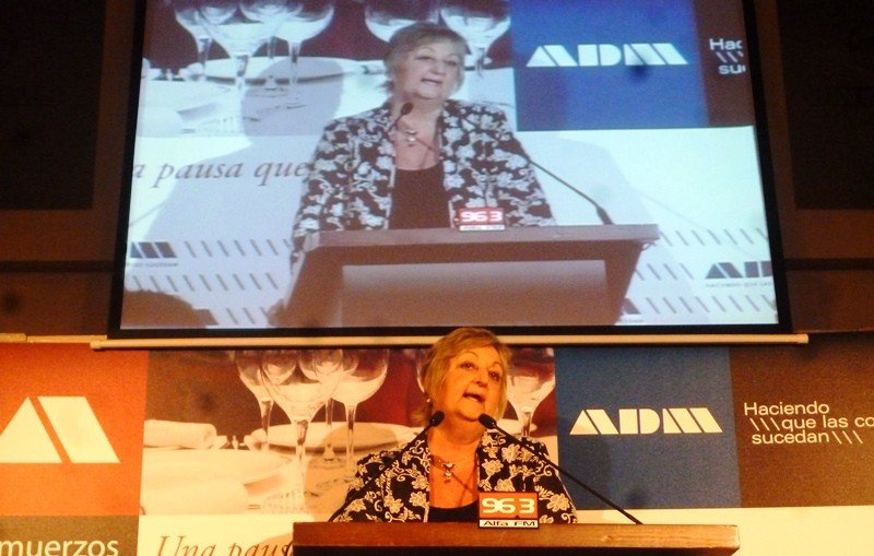 Ministra Liliam Kechichian en almuerzo de ADM.