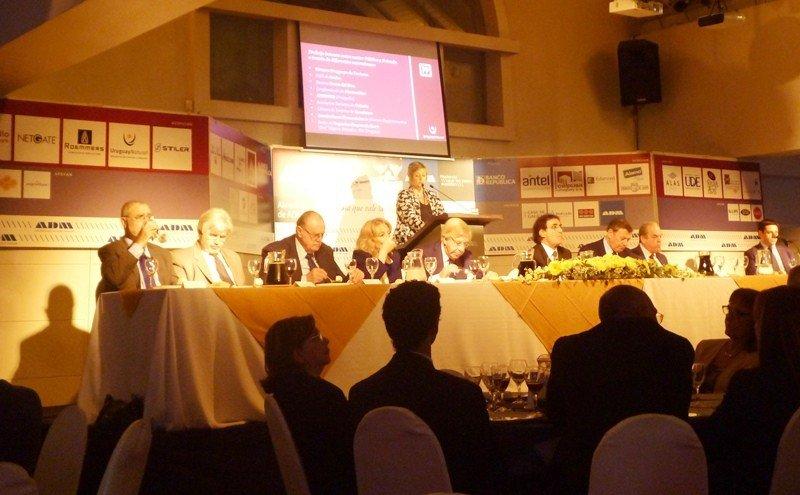 Cuatro ministros acompañaron a Liliam Kechichan en su presentación: los de Economía, Industria, Relaciones Exteriores y Ganadería.