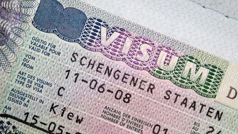 Colombianos y peruanos podrán viajar a Europa sin visa