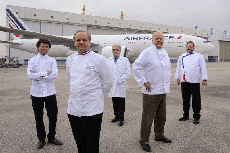 Régis Marcon, Guy Martin, Joël Robuchon, Anne- Sophie Pic y Michel Roth, con varias estrellas Michelin, son algunos de los chefs que Air France montará en sus aviones.
