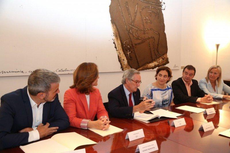 Imagen de la reunión sobre el Mobile, convocada por el alcalde en funciones, Xavier Trias.