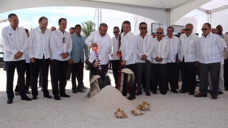 El presidente de República Dominicana, Danilo Medina, en el inicio de las obras del nuevo hotel.